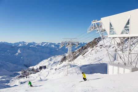Funitel peclet on supertehokas hissi, joka nostaa Val Thorensin kylästä vauhdilla 600 metriä korkeammalla sijaitsevalle yläasemalle 2930 metriin.