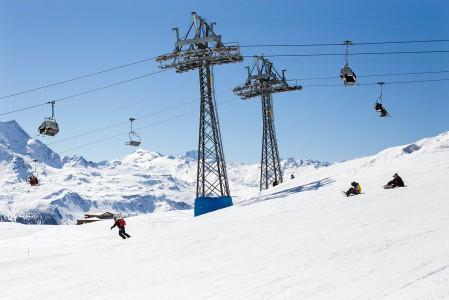 Sveitsin St. Moritz on legendaarinen hiihtokeskus, jossa laatu- ja hintataso ovat korkealla. Onneksi niin ovat ympäröivät vuoretkin.