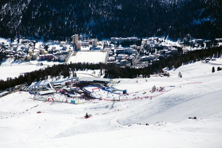 Alppihiihdon maailmancupin finaalit käytiin St. Moritzissa maaliskuun 16.-20.2016. Aurinkoisen kisapaikan tunnelma oli leppoisa, mutta suosikkilaskijat saivat raivoisat kannustukset.
