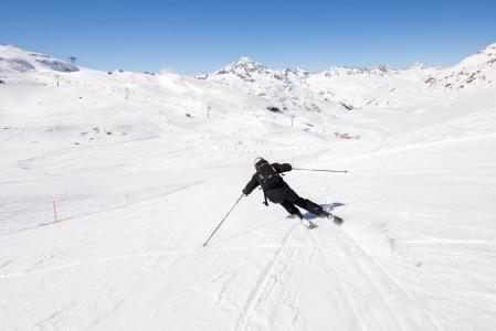 Punaisiin rinteisiin painottuva St. Moritzin Corvatsch -hiihtoalue on kuin tehty laajasäteiseen ja vauhdikkaaseen leikkaavaan laskemiseen.