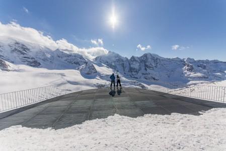 Mahtaakohan St. Moritzin Diavolezza -alueen nimen taustaan liittyä enemmän vuoriston vaarat vai paholaismaisen hienot maisemat? Näkymän vaikuttavuus yläasemalta menee Alppien kärkikastiin.