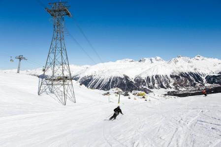 St. Moritzin Corviglia -hiihtoalueen leveät ja vähäväkiset rinteet soveltuvat hyvän kovavauhtiseen laskuun. Kummoisempia offarireittejä ei tällä puolen ole ainakaan helposti havaittavissa.