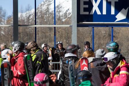 St. Moritzin Corvatsch -hiihtoalueen ala-asemalta noustaan ensin 832 metriä korkeammalla sijaitsevalle väliasemalle. Sieltä kannattaa jatkaa toinen kabiinipätkä vielä 601 metriä korkeammalla sijaitsevalle yläasemalle. Palkinto odottaa laskun ja maisemien m