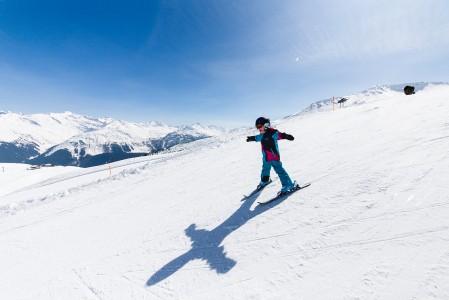 Davosin Parsenn -hiihtoalueella on rinteitä, joissa aurinko on sopivasti selän takana. Laskiessa voi jahdata omaa varjoaan tai katsoa siitä oman tyylinäytteen.