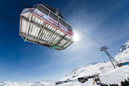 Davosin Parsenn -hiihtoalueen Parsennhüttenbahn kulkee saman linjan viereisen tuolihissin kanssa. Tuolihissi on näistä hisseistä selvästi suositumpi vaihtoehto, ymmärrettävästi.
