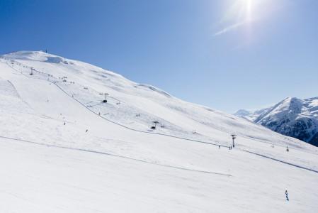 Livignon itäpuoleinen hiihtoalue Mottolino on hieman matalampi ja suppeampi kuin länsipuolen Carosello 3000.