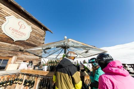 Camanel di Planon on aurinkoinen kuohuviiniä, kekkereitä ja ajoittain rauhallistakin tunnelmaa tarjoileva rinneravintola Livignon kylän yläpuolella.