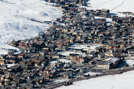 Italian Alpeilla, hankalan matkan päässä kaikkialta sijaitseva Livignon kylä on rakennettu nauhamaisesti laakson pohjalle. Rakennuskanta on kohtalaisen yhtenäistä ja kylän eläväinen alppitunnelma vetää helposti mukaansa.