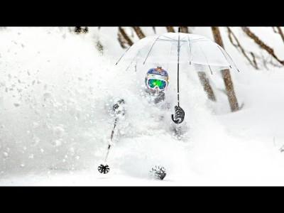 Jon Olsson riemuitsee Hakubaan tammikuun puolivälin aikoihin sattuneiden hurjien lumisateiden jälkeisissä tunnelmissa.