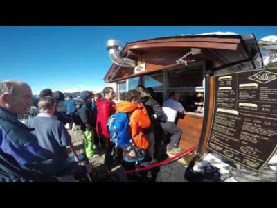 Isä lähti ensimmäistä kertaa 6-vuotiaan poikansa kanssa kahdestaan laskettelumatkalle helmikuussa 2017. Kohteeksi valittiin You Travel -matkatoimiston listoilta tarkoitukseen sopivimmalta vaikuttanut Grandvaliran hiihtokeskus Andorrassa. Videolla viikon re