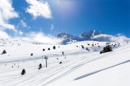 Andorran Grandvaliran hiihtoalueiden maastonmuodot ovat pääsääntöisesti lempeitä. Iso osa laskualueesta on matalaa pensasmaista pikkupuustoa, mikä tarkoittaa helppoa off-pistemaastoa aloittelijoiden makuun.