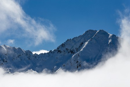 Andorran Grandvalirassa lasketaan ylimmillään reilussa 2600 metrissä. Näissäkin korkeuseroissa lasketaan ajoittain pilvien yläpuolella.