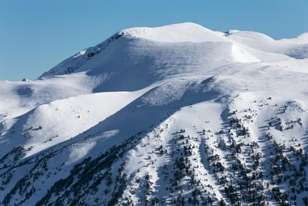 Grandvaliran hiihtoalueen ympärillä on toimivan näköistä maastoa myös pidemmälle ulottuviin skinnailuretkiin.