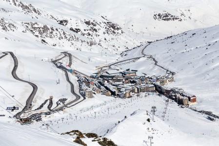 Pas de la Casan kylä sijaitsee Grandvaliran hiihtoalueen reunalla Ranskan rajan tuntumassa. Kylä on rakennettu tiiviisti, ja rinteet ovat hieman ruuhkaisempia kuin muualla Grandvalirassa.