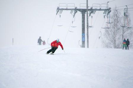 Kunnon laskulasit silmillä on miellyttävä puskea kovemmallakin vauhdilla läpi lumisateen.