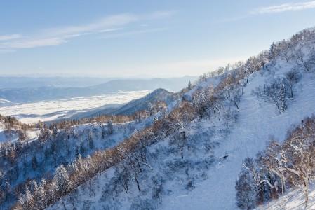Furanossa on kelpo maisemat, vaikkei seutu olekaan yhtä vuoristoista kuin Japanin Alpeiksi kutsutulla Naganon alueella. Maisemassa tasaiset peltoalueet vuorottelevat tulivuorten ja muiden mäkien kanssa.