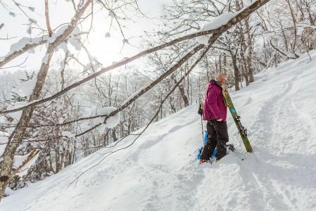 Japanissa puuterilunta tulee keskitalvella lähes päivittäin. SIlti koskematon ja pehmein lumi vaatii usein omin voimin nousemista.