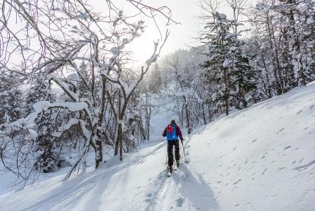 Ylämäkeen meneminen on rauhallisempaa ja eri tavalla henkistä hommaa kuin pehmeässä lumessa alamäkeen kelluminen.