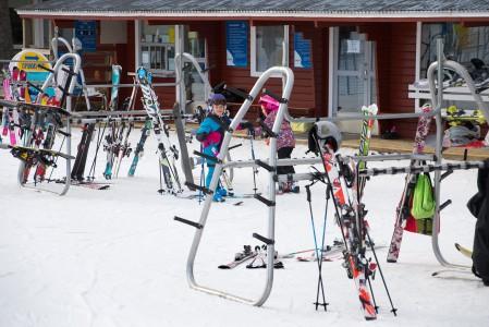 Ruosniemen hiihtokeskus pyörii lähes täysin Porin Slalomseura ry:n vapaaehtoisvoimin. Slalomseuran kunniakas missio on tarjota kaikille laskettelusta kiinnostuneille mahdollisuuden harrastaa omaa lajiaan kotikaupunkinsa alueella.