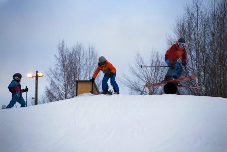 Ruosniemen hiihtokeskuksessa on Suomen pienen korkeusero. Se ei vie lainkaan pois rinneiloa, koska fasiliteetit ovat muilta osin kunnossa.