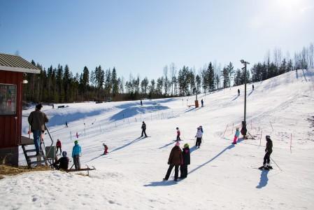 Satakunnassa hiihtokeskukset eivät pärjää korkeudellaan, mutta tunnelma ja palvelut keskuksissa ovat kohdillaan.