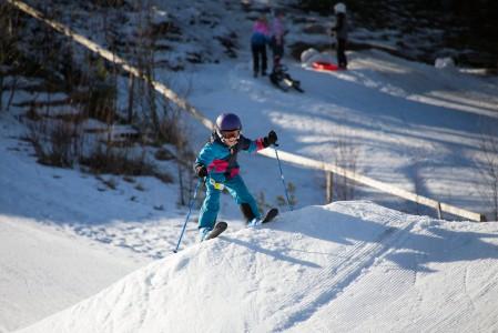 Helppoon pikkuparkkiin ja pulkkamäkeen panostamalla hiihtokeskus saa pieniä ja iloisia asiakkaita