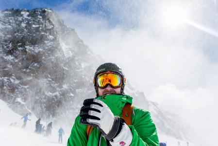 Jäätiköille ja muualle yli kolmen kilometrin korkeuteen lähtiessä kannattaa tarkistaa tuuliennuste. Ylhäällä puhurit purevat viheliäisesti ja vaativat varustautumaan lämpimästi.