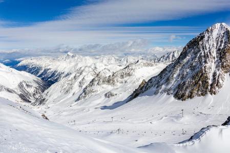 Stubain Wildspitz-huipulta avautuu näkymät Stubain laaksoon ja suureen osaan hiihtoaluetta.
