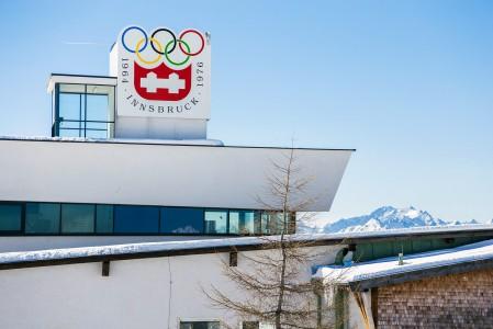 Patscherkofelin majatalo-rinneravintola Shutzhaus muistuttaa, että näillä rinteillä on kisattu talviolympialaisten syöksyssä ja kelkkailussa kahdesti.