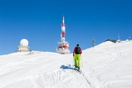 Ennen Patscherkofelin huipulle pääsi tuolihissillä. Nyt viimeiset 300 korkeuserometriä pitää nousta omin voimin. Huipulla tämä pieni hikoilu palkitaan.