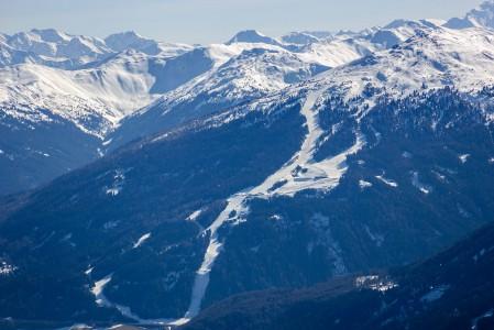 Puolen tunnin ajon päässä Innsbruckista sijaitseva pienehkö Bergeralmin hiihtokeskus tarjoaa yli kilometrin laskettavan korkeuseron.