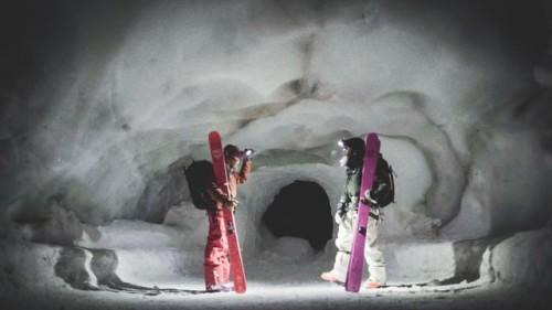 Bruno Compagnet ja Layla Kerley kokeilevat, miltä yksi Euroopan tunnetuimmista offareista - Chamonixin Aiguille du Midiltä lähtevä Vallée Blanche - onnistuu ja tuntuu keskellä yötä.