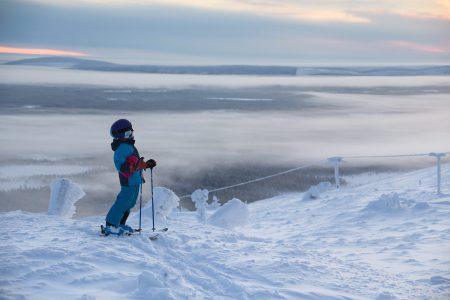 Joulu tunturissa toimii kaiken ikäisille. Ski-inn -majoituksessa on kätevä laskea rinteiltä suoraan joulusaunaan.