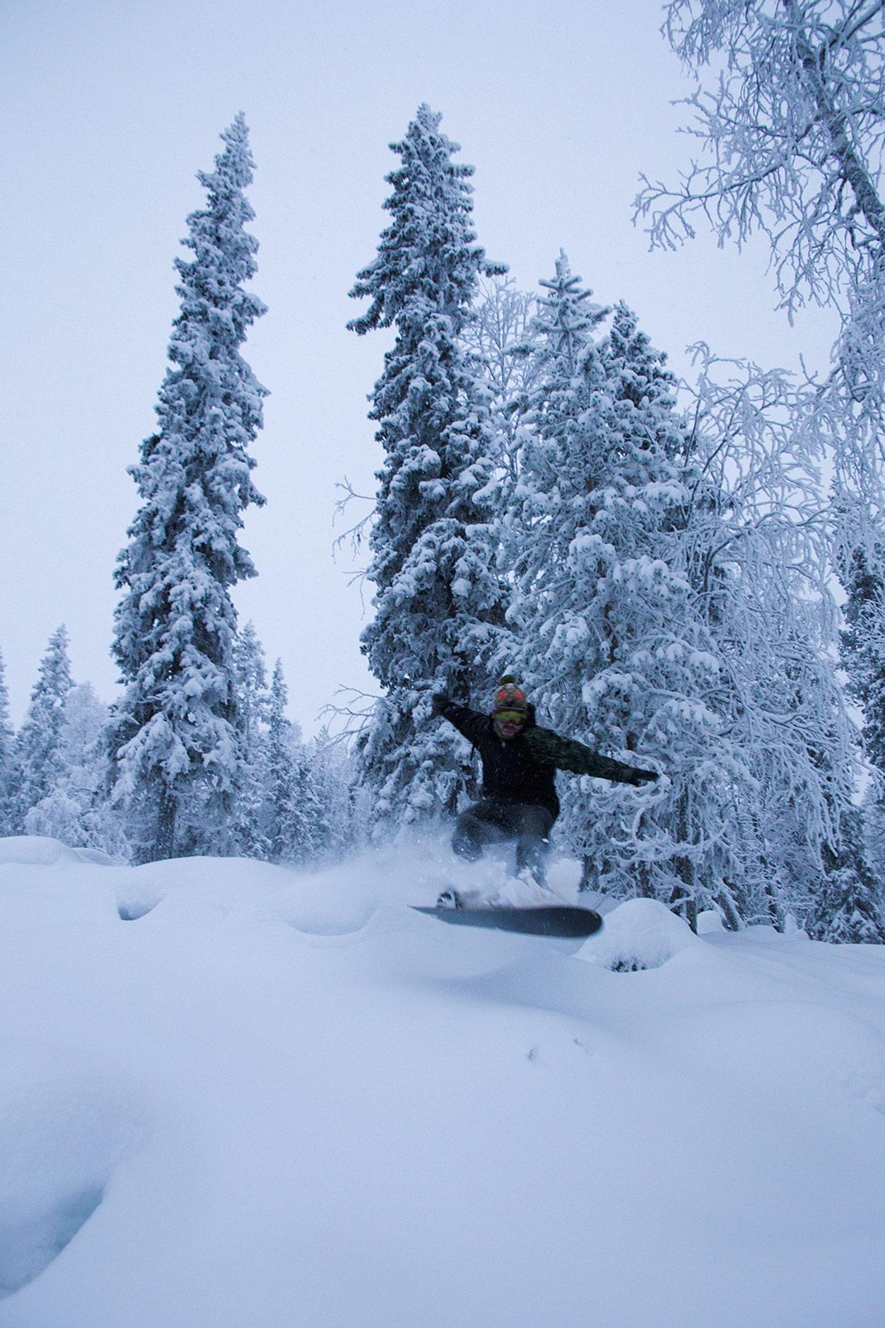 Svansteinin rinteillä on runsaasti suojaisia metsäreittejä, joissa lumi säilyy avotuntureita paremmin pehmeänä.