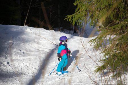 Metsäreitit on parasta, mitä juniorilaskijoille voi löytyä. Pääskyvuorelta löytyy sopivasti metsäreittitarjontaa ainakin 7-vuotiaan menijän makuun.