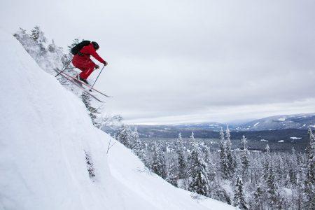 Trysilin offarimaastossa tulee satunnaisesti vastaan oikoreittejä, joissa laskuvälineet saa hetkeksi irti lumen pinnasta.