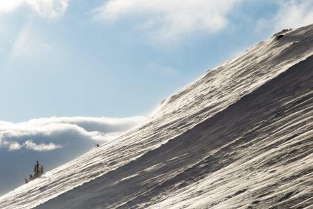 Trysilin tunturilla on sen verran korkeutta, että yläosien lumipinta on usein tuulen muovailemaa.