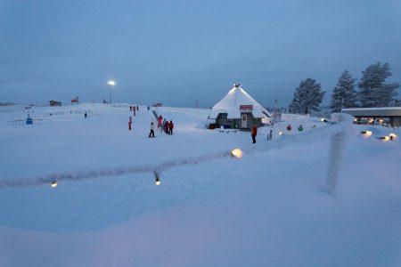 Ounasvaaran hyppyrimäkien ja ala-aseman tuntumassa sijaitseva Rendin lumimaa on pienten ja aloittelevien laskijoiden oma tunnelmallinen alue.