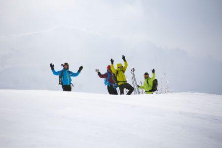 Kiroron Asarin alueen huipuilta pääsee ihailemaan taustalla siintävää jylhempää Mt. Yoichi-dakea.