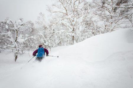 Rusutsun East Mountain on loistopaikka lumisateen jälkeen. Helpon saavutettavuuden vuoksi reitit on kuitenkin siivottu puuterista nopeasti.