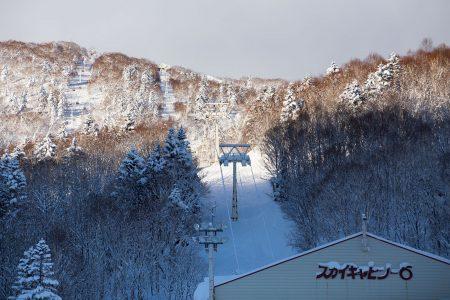 Sapporo Kokusai on etenkin offarilaskijalle päivän tai parin käynnin arvoinen keskus lähellä Sapporon ja Otarun kaupunkeja.