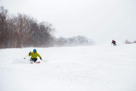 Iwanai Resortin vanhoja rinnepohjia pääsee hyödyntämään nykyään vain lumikissa-avusteisesti.