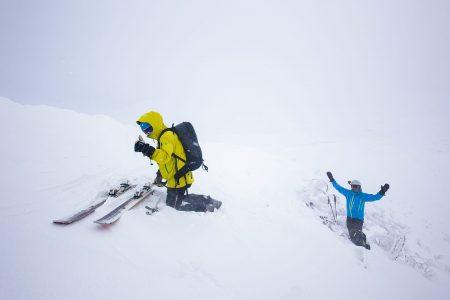 Iwanai Resortin lumikissan päätepysäkiltä on vajaan kahdensadan korkeuserometrin skinnailu Iwanaidaken 1086 -metriselle huipulle.