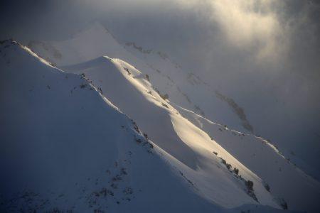 Andermattin alkutalvessa on usein jo paksu lumipatja etenkin Gemstockin yläosissa. Tältä näyttää nelimetrinen lumikerros joulukuun puolivälissä.