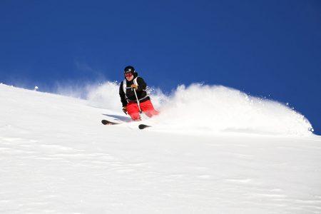 Andermatt on mitä lumivarmin valinta alkutalven puuterikohteeksi. Joulukuussa lunta saattaa olla jo useita metrejä.