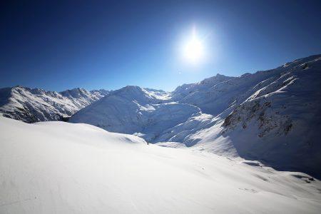 Calmut on korkeuseroltaan pienempiä Andermattin ja Sedrunin välissä olevia hiihtoalueita. Maisemien ja laskujen vuoksi Calmuttia ei kannata kuitenkaan ohittaa liian nopeasti.