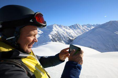 Andermattin maisemat ovat keskivertoista alppikohdetta komeammat. Kuvausväline kannattaa ottaa mukaan.