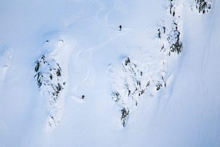 Rossbodenstock on vastapäätä Andermattin Gütschin ja Calmutin hiihtoalueita. Moni skinnaa tälle mäelle, ja menoa voi katsella vastapäisiltä hiihtoalueilta.