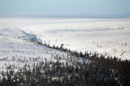 Heti Sälenin rinteiden takana avautuu laaja tunturimaasto, jossa liikkujia näkee harvakseltaan. Offarilaskijoiden hiihtovaellukseen suurin osa maastosta on turhan loivamuotoista.