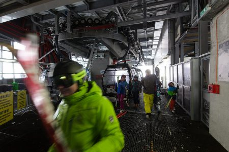 Jasnás on Slovakian ja todennäköisesti koko Itä-Euroopan infrastruktuuriltaan kehittyneinen hiihtokeskus. Lähes kaikki hissit ovat uusia, nopeita ja mukavia.
